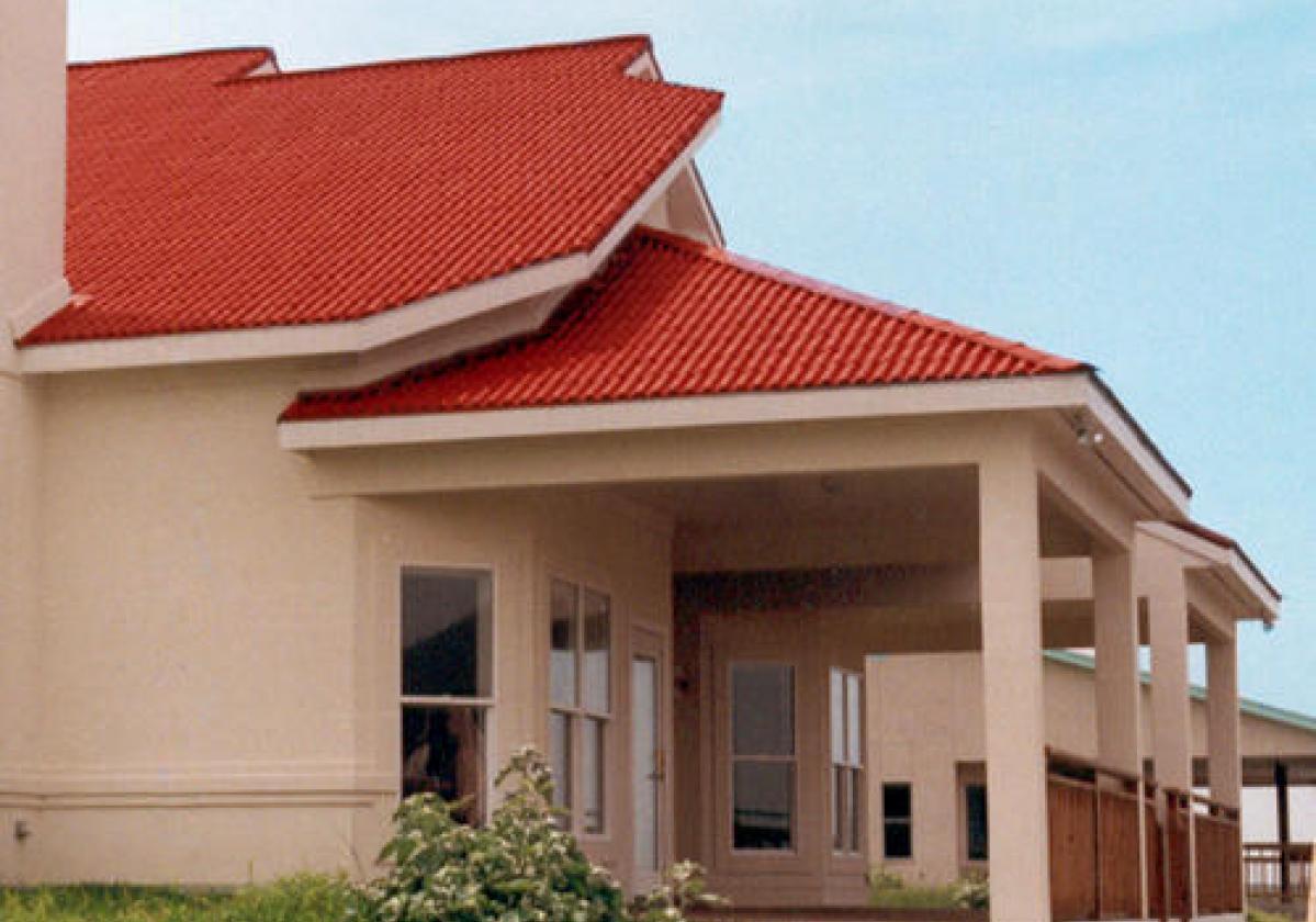 Casa residencial con cubierta ecológica ONDURA® terracota
