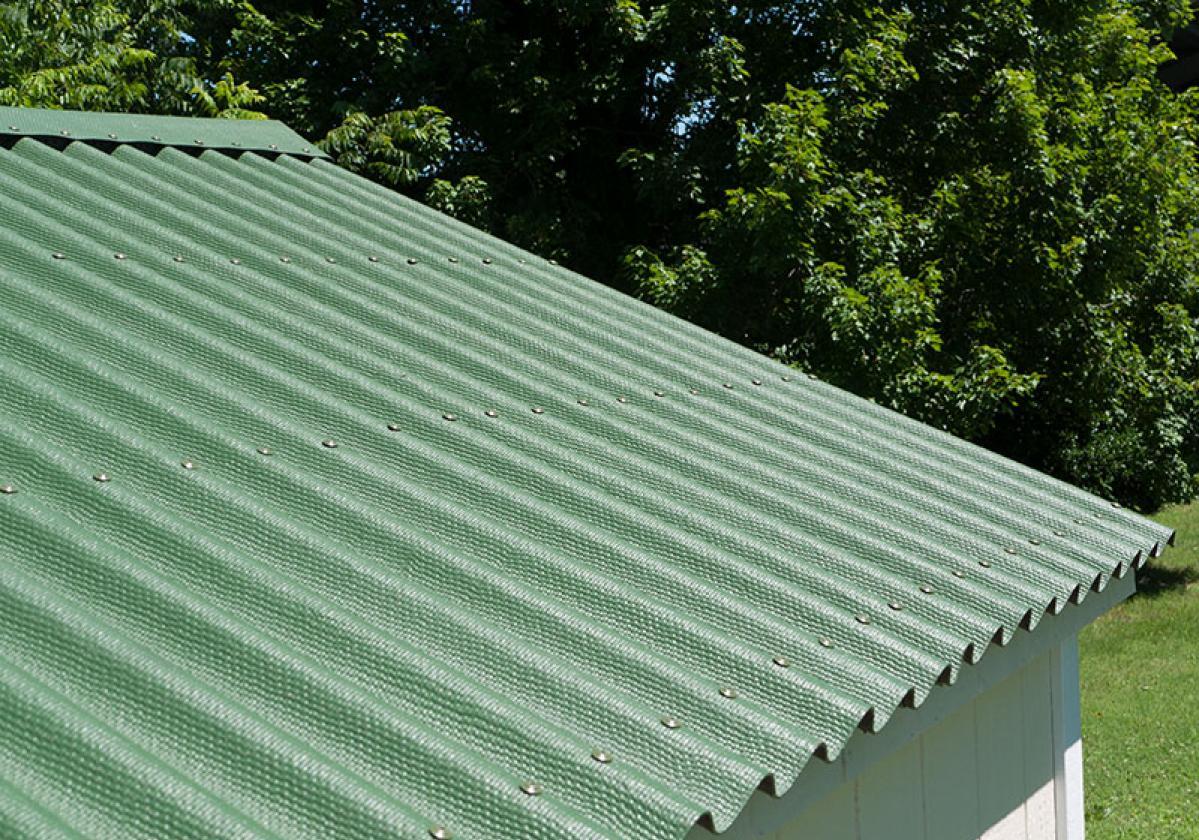 Cabaña con lámina ONDURA® verde