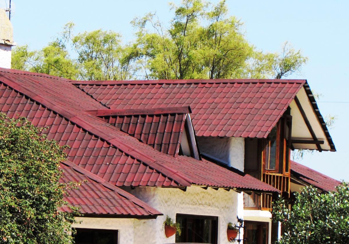 Casa residencial con ONDUVILLA® rojo antique