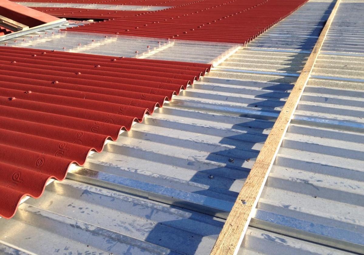 Sistema de sobrecubierta de láminas impermeables Onduline® sobre lámina galvanizada