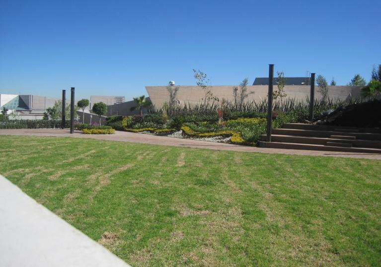 Fondaline Drain. Membrana drenante con geotextil adherido que mantiene sin humedad las azoteas verdes, terrazas y jardines.
