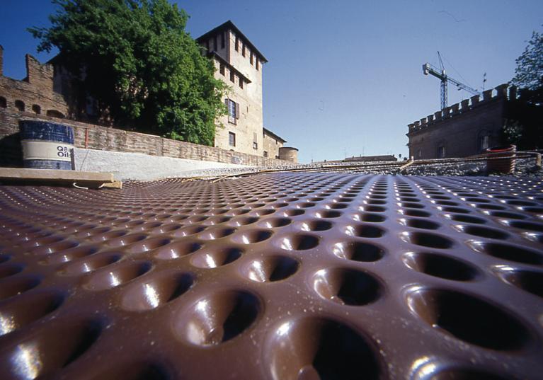 Fondaline Plus. Membrana drenante de polietileno que protege contra la humedad y evita filtraciones